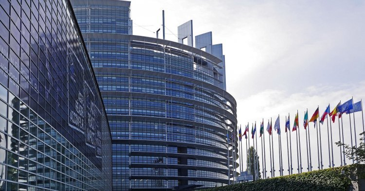 The permanent seat of the European Parliament : Why not Strasbourg ?