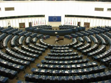 The European Parliament needs independence and a strong voice