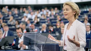 From Juncker to von der Leyen : the defining challenges of the incoming and outgoing Commissions