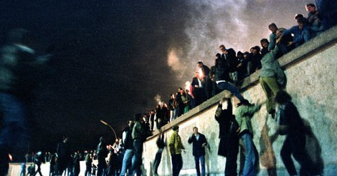 In '89, Berlin and Eastern Europe's fences were torn down. Can we now enchant Europe to a more closer union ?