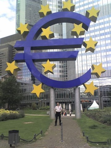 A Short History of the euro.