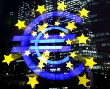 Can a Monetary Union Survive without an Economic Union ?